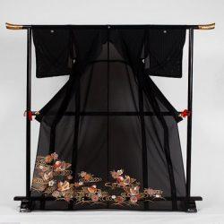 st-11 絽留袖 水面に桜と鴛鴦